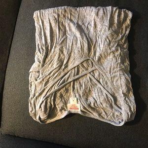5/$15 criss cross flowy grey shirt